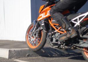 Препятствия на мотоцикле
